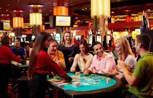 Blackjack İzle, Blackjack 21 Lobilerinde Krupiyerle Sohbet