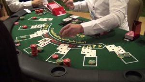 Gerçek Bir Kumarhanede Blackjack Nasıl Oynanır? Online Blackjackten Farkları Nelerdir?