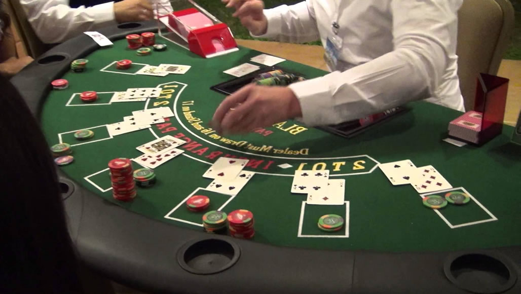 Gerçek Bir Casino Blackjack Masasında Oyun